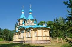 Bella chiesa ortodossa un chiaro giorno soleggiato sull'isola di Valaam Gethsemane Skete Chiesa in nome del presupposto del immagini stock libere da diritti
