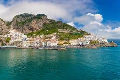 Bella città di Amalfi, vista frontale, costa di Amalfi, campania, Italia Fotografie Stock