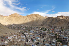 Bella città nella valle himalayana, HDR di Leh Fotografia Stock
