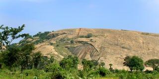 Bella collina della roccia del complesso sittanavasal del tempio della caverna Fotografie Stock Libere da Diritti