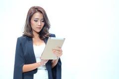 Bella condizione asiatica della donna del ritratto, compressa della tenuta Fotografia Stock