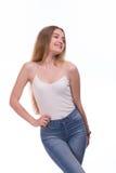 Bella condizione bionda della giovane donna Su una priorità bassa bianca Fotografia Stock