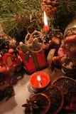 Bella corona di Natale con le candele Fotografia Stock