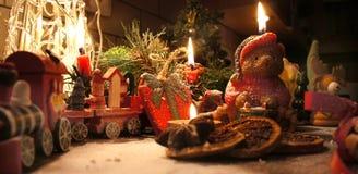 Bella corona di Natale con le candele Fotografie Stock