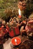 Bella corona di Natale con le candele Immagini Stock Libere da Diritti