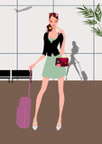 Bella corsa della ragazza (donna) con bagagli Fotografie Stock Libere da Diritti
