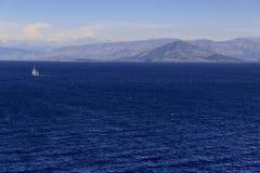 Bella costa Mediterranea in Grecia fotografia stock libera da diritti