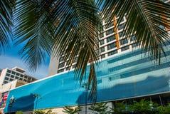 Bella costruzione con una facciata moderna Kota Kinabalu, Sabah, Malesia Fotografia Stock Libera da Diritti