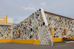 Bella costruzione decorata con i piatti handcrafted fotografia stock