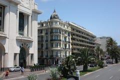 Bella costruzione dell'hotel sulla costa Mediterranea Immagini Stock Libere da Diritti