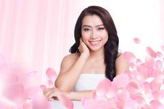 Bella cura di pelle asiatica della donna fotografie stock
