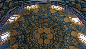 Bella decorazione del mosaico della cupola a Imamzadeh Helal Ali Fotografia Stock Libera da Diritti