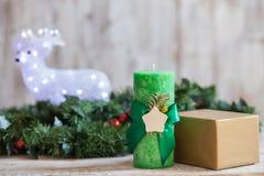 Bella decorazione di festa con verde del pino Immagini Stock