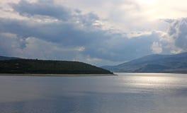 Bella diga di Belmeken in Bulgaria fotografia stock