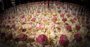 Bella disposizione dei fiori in fiore del ` per attività del ` del padre per essere informato di re Bhumibol Adulyadej della Sua  Fotografie Stock Libere da Diritti