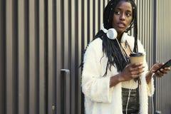 Bella donna afroamericana emozionale Immagini Stock