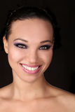 Bella donna afroamericana espressiva con Lighti drammatico fotografia stock