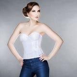 Bella donna alla moda in un corsetto Fotografia Stock Libera da Diritti