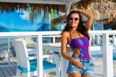 Bella donna alla spiaggia di estate Immagini Stock