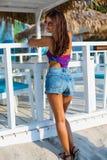 Bella donna alla spiaggia di estate Fotografie Stock