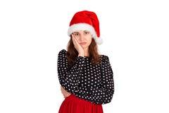 Bella donna ansiosa triste in vestito, aggrottando le sopracciglia ed essendo triste, disturbandosi ragazza emozionale in cappell fotografia stock