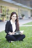 Bella donna asiatica - all'aperto fotografia stock libera da diritti