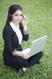 Bella donna asiatica - all'aperto immagini stock