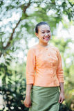 Bella donna asiatica con l'espressione benvenuta Immagine Stock Libera da Diritti