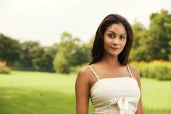 Bella donna asiatica esterna Immagine Stock