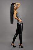 Bella donna asiatica in maglia messa a nudo Fotografia Stock