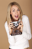 Bella donna bionda che prende le fotografie Fotografia Stock Libera da Diritti