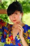 Bella donna castana zingaresca nel legno Fotografia Stock Libera da Diritti