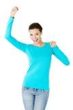 Bella donna casuale con i pugni alzati. Immagini Stock Libere da Diritti