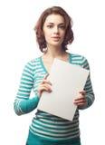 Bella donna caucasica con il bordo bianco in bianco immagini stock