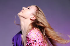 Bella donna caucasica in vestito elegante dentellare Fotografia Stock Libera da Diritti