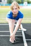 Bella donna che fa allenamento del centro ad uno stadio Fotografie Stock