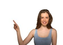Bella donna che indica con il dito fino al lato allo spazio vuoto della copia Fotografia Stock Libera da Diritti