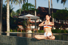 Bella donna che Meditating Fotografie Stock