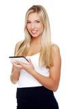 Bella donna che per mezzo del calcolatore del ridurre in pani   Fotografie Stock