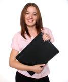 Bella donna che tiene un computer portatile Immagini Stock