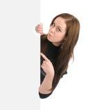 Bella donna che tiene un tabellone per le affissioni in bianco Immagini Stock Libere da Diritti