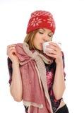 Bella donna che tiene una tazza di caffè Fotografie Stock Libere da Diritti