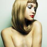 Bella donna con capelli biondi magnifici Immagini Stock Libere da Diritti