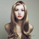 Bella donna con capelli biondi magnifici Fotografie Stock Libere da Diritti