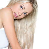 Bella donna con capelli diritti lunghi Fotografia Stock Libera da Diritti