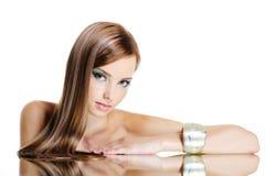 Bella donna con capelli lunghi diritti Fotografia Stock Libera da Diritti