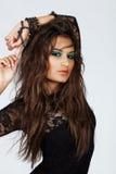 Bella donna con capelli lunghi in merletto immagini stock