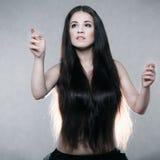 Bella donna con capelli molto lunghi Fotografie Stock Libere da Diritti