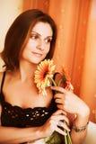 Bella donna con gerber Fotografia Stock Libera da Diritti