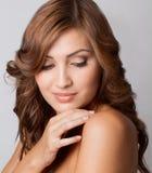Bella donna con grande pelle Fotografie Stock